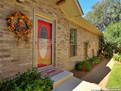 Single Family Home For Sale: 643 Bluffside Dr