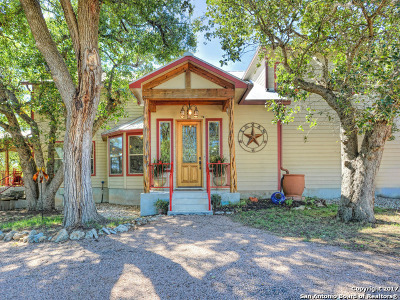 Boerne Single Family Home For Sale: 111 Brookview Dr