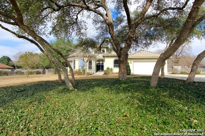 La Vernia Single Family Home New: 382 Rosewood Dr