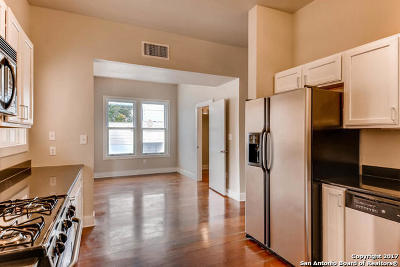 San Antonio Condo/Townhouse New: 400 E Guenther St #1203