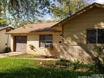 Guadalupe County Single Family Home For Sale: 209 Aviation Ave