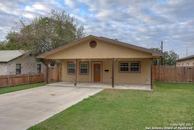 Seguin Single Family Home For Sale: 1058 E Weinert St