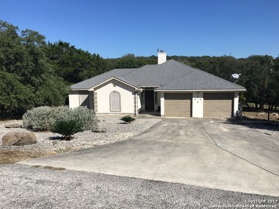 Canyon Lake Single Family Home For Sale: 1527 Valley Frst