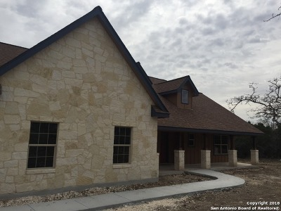 Boerne Single Family Home For Sale: 215 Saddle Mountain Dr