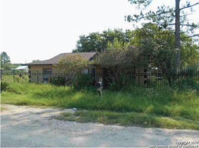 Atascosa County Single Family Home Back on Market: 220 Bocawood Dr