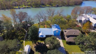 Guadalupe County Single Family Home For Sale: 160 Lakeside Dr