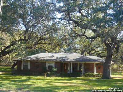 Atascosa County Single Family Home New: 512 Ridgeview Dr