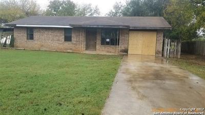 Frio County Single Family Home New: 620 W Frio St