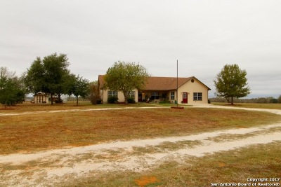 Atascosa County Single Family Home New: 300 Dove Mill Dr