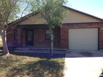 Floresville TX Single Family Home For Sale: $135,000