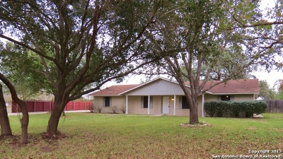 Atascosa County Single Family Home Back on Market: 111 Deer Run St
