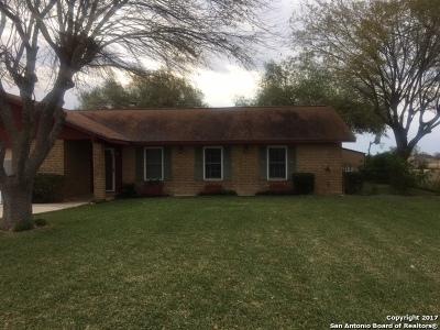 Atascosa County Single Family Home New: 114 Turkey Trl