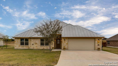 Karnes County Single Family Home New: 822 Chambord