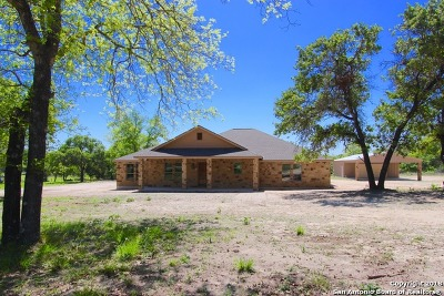 Floresville Single Family Home For Sale: 104 Telegraph Dr