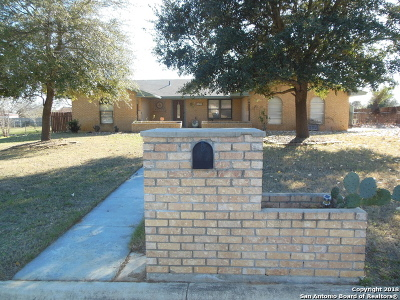 Frio County Single Family Home For Sale: 1204 E San Antonio St