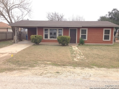 Floresville TX Single Family Home Price Change: $119,000