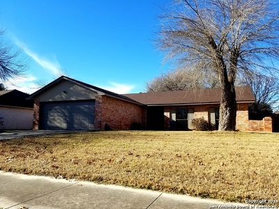 Universal City Single Family Home For Sale: 125 Clear Oak
