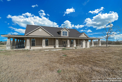 Atascosa County Single Family Home For Sale: 733 E Hindes Ave