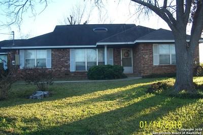 Frio County Single Family Home For Sale: 105 E Colungo St
