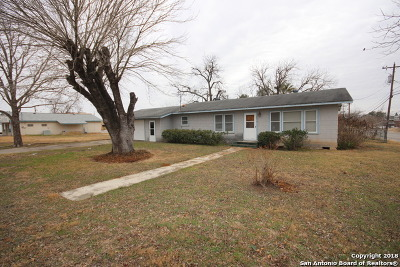 Floresville Single Family Home For Sale: 1002 B St
