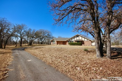 Floresville Single Family Home For Sale: 110 Post Oak