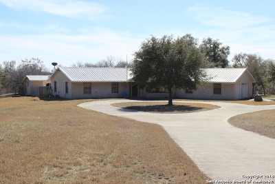 Guadalupe County Single Family Home New: 615 Hollub Ln