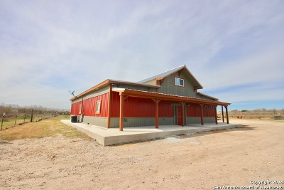 Devine TX Single Family Home For Sale: $343,500
