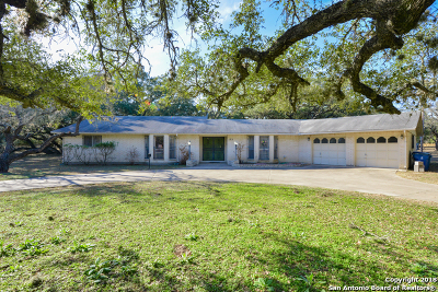 Pleasanton Single Family Home For Sale: 123 Live Oak Dr