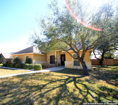 Atascosa County Single Family Home For Sale: 1605 Clover Rdg