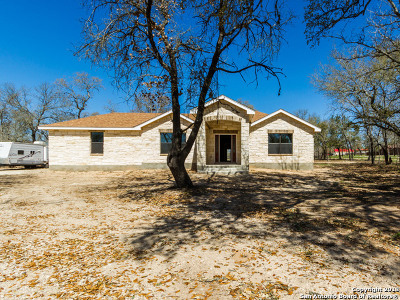 Atascosa County Single Family Home Price Change: 36 Grey Fox
