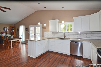 Canyon Lake Single Family Home For Sale: 651 Hampton