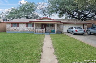 Atascosa County Single Family Home For Sale: 312 Lantana Ln