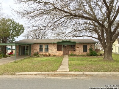 Jourdanton Single Family Home For Sale: 605 Olive St