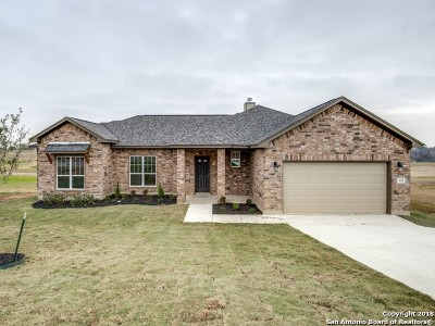 Floresville Single Family Home New: 112 Grand View
