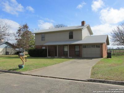 Hondo Single Family Home New: 809 33rd St