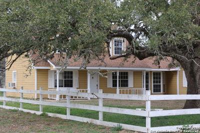 Atascosa County Single Family Home New: 930 River Oaks Drive