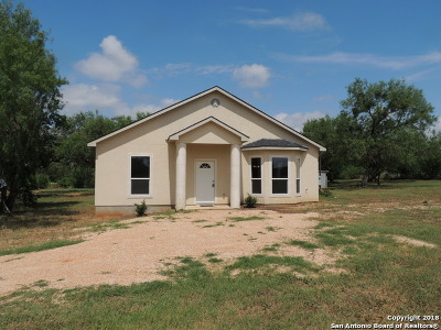 Atascosa County Single Family Home For Sale: 164 Pinn Rd