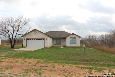 Frio County Single Family Home New: 222 County Rd 1643