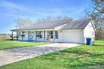 Atascosa County Single Family Home New: 1503 Sandra Circle