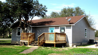 Castroville Single Family Home For Sale: 131 County Road 572
