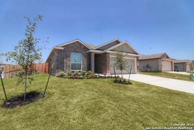 New Braunfels Single Family Home Back on Market: 863 Pumpkin Rdg