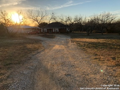 Atascosa County Single Family Home For Sale: 1150 Country Trail