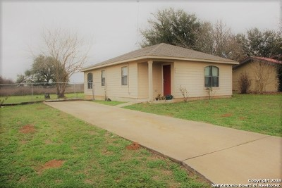 Floresville Single Family Home Price Change: 333 Wildrose Dr