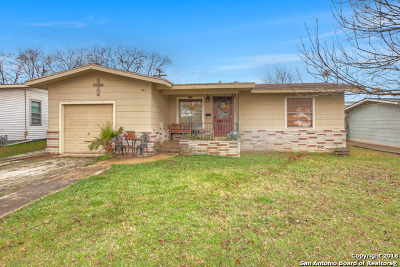 New Braunfels Single Family Home For Sale: 746 W Merriweather St