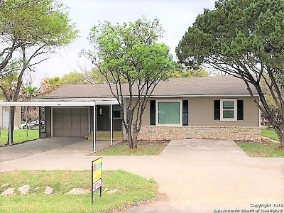 Canyon Lake Single Family Home For Sale: 1570 Green Hill Dr