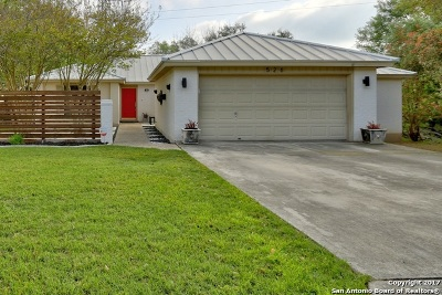 Comal County Single Family Home For Sale: 526 Oakwood Blvd