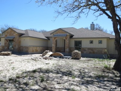 La Vernia Single Family Home For Sale: 164 Sendera Crossing