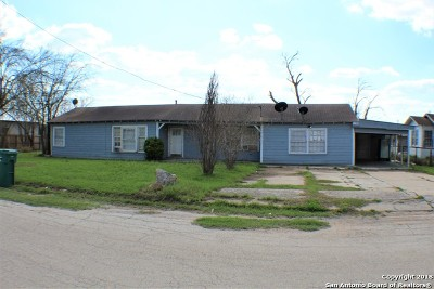 Atascosa County Single Family Home For Sale: 218 S Yule Ave