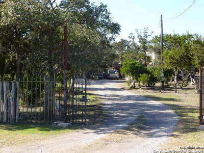 Hondo Single Family Home For Sale: 169 County Road 2472