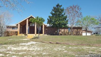 Floresville Single Family Home New: 118 Spring Ranch Rd
